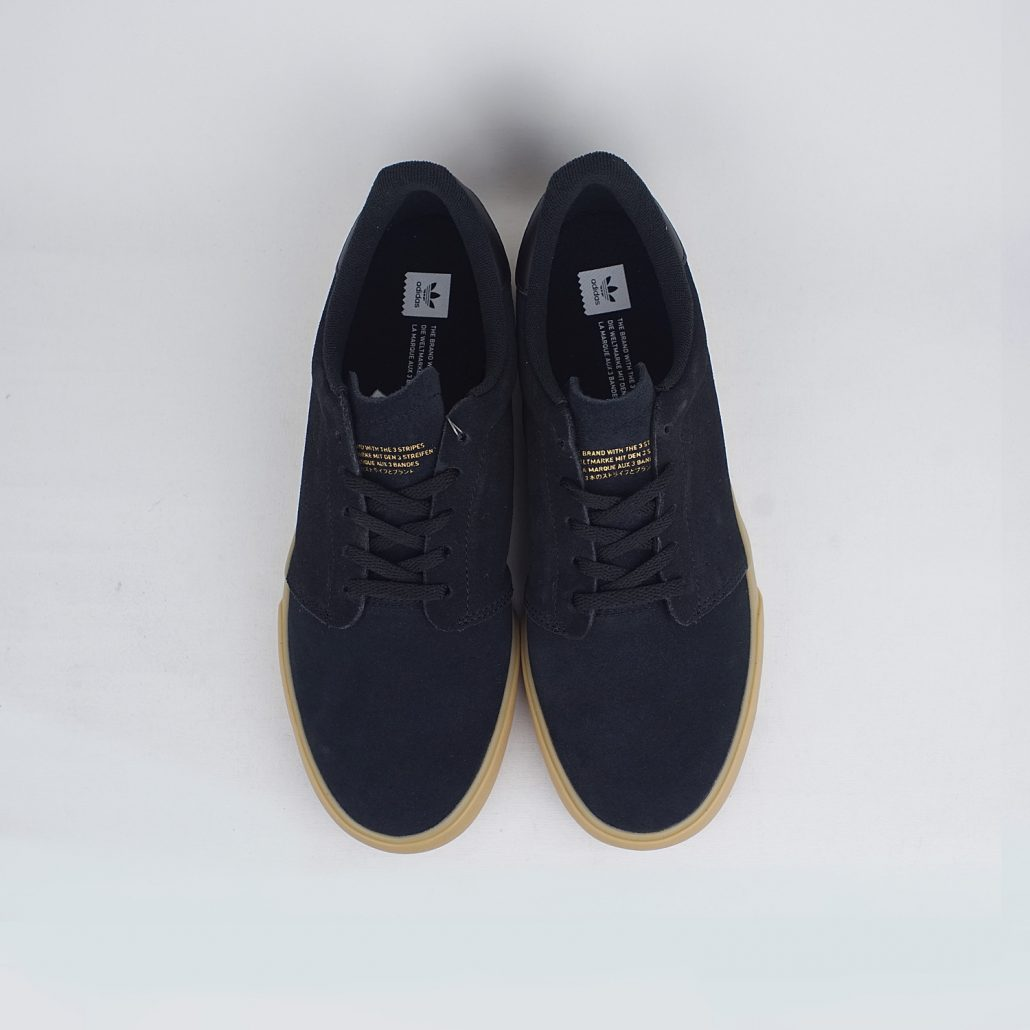 Deeley Court Core Black Gum Top