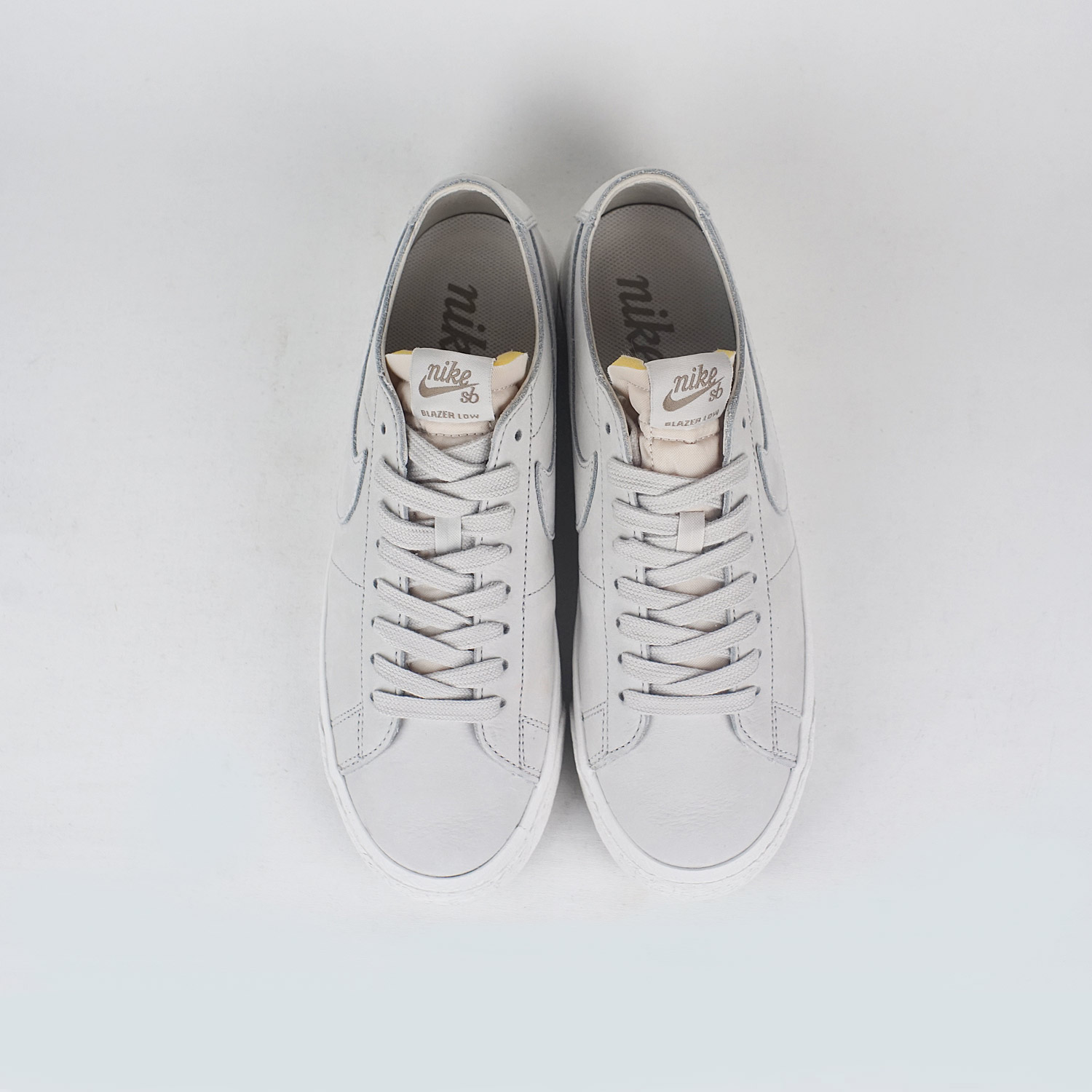 Nike SB Zoom Blazer Low Deconstructed Light Bone Light Bone-Khaki ... 327c73f5f