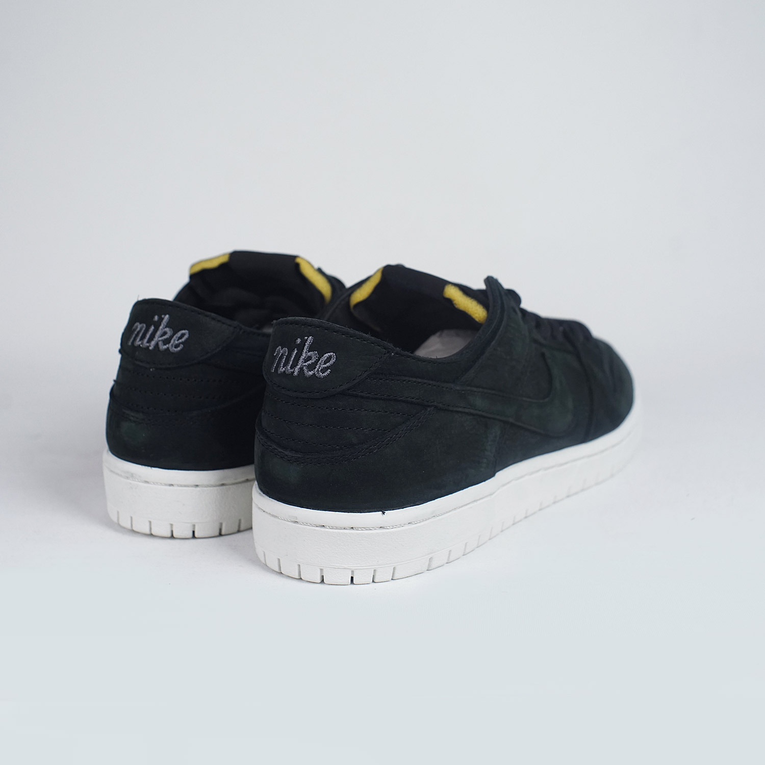 nike sb zoom dunk low pro deconstructed black white lobby. Black Bedroom Furniture Sets. Home Design Ideas