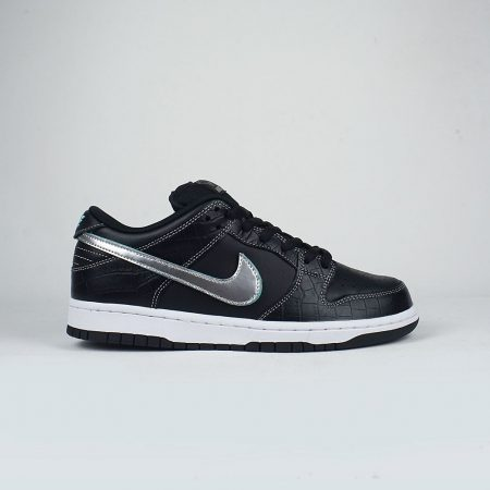 Nike SB x Diamond Supply Co Dunk Low Pro OG QS Black Black-Chrome 6950bf3a8